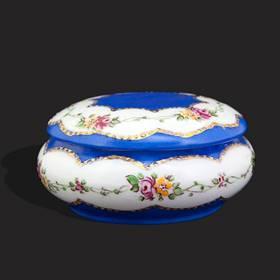 Resim Peint Main Mavi Çiçek Desenli Şekerlik