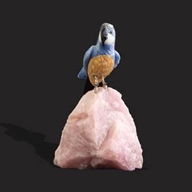 Resim Antika taş bronz ayak renkli papağan